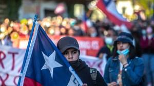 Protestos que marcaram aniversário de atos no Chile terminam com 30 detidos