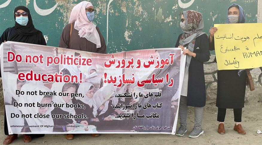 Ativistas se reúnem para protestar em Cabul