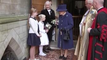 A monarca, de 95 anos, foi fotografada em evento na Abadia de Westminster