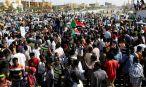 Capital do Sudão é fechada por militares, e manifestantes convocam greve geral