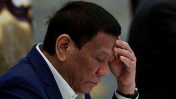 Para analistas, decisão alimenta especulações de que sua filha, Sara Duterte-Carpio, concorrerá para sucedê-lo