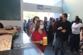 Em locais fechados, o uso de máscara continuará sendo obrigatório; o comprovante de vacinação também será indispensável