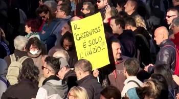 """Membros da neofascista Forza Nuova foram presos por causa dos violentos ataques em protestos em Roma contra """"passaporte da vacina"""""""