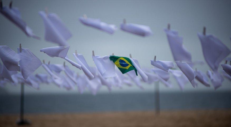 Cada um dos 600 lenços pendurados pela ONG Rio de Paz representa um milhar de vítimas da Covid-19 no Brasil