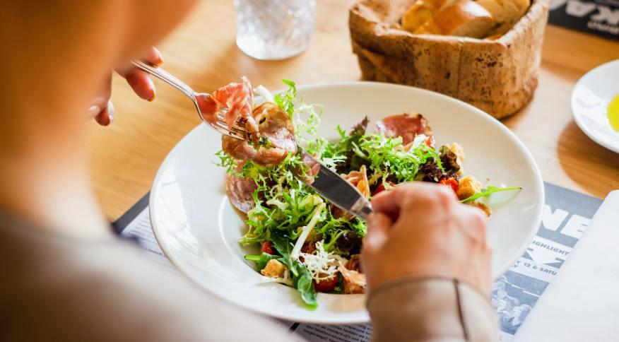 A gratidão é tanto um aspecto quanto um resultado potencial da alimentação consciente, dizem especialistas