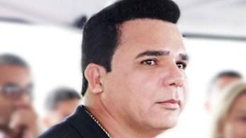 Segundo o MP-RJ, Carlinhos teria cometido crime de agiotagem, extorsão, lavagem de dinheiro e fraude a licitação; dois policiais também foram presos