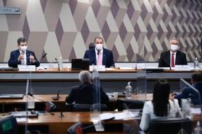 Relatório de Renan Calheiros, aprovado por 7 a 4, recomenda indiciamento de 78 pessoas e 2 empresas, incluindo Bolsonaro e governador do Amazonas