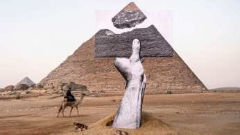"""""""A exposição representa uma fusão de herança antiga e arte contemporânea"""", disse um comunicado da Art d'Egypte, organização que montou a exposição"""