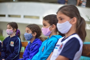 Com o avanço da vacinação contra a Covid-19, estudantes de nove estados brasileiros já voltaram a ter aulas presenciais obrigatórias