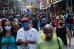 Três capitais brasileiras estudam flexibilizar o uso de máscaras