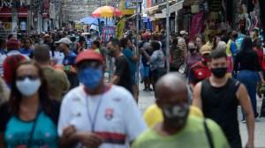Prefeitura do RJ flexibiliza uso de máscara, mas precisa do aval do estado