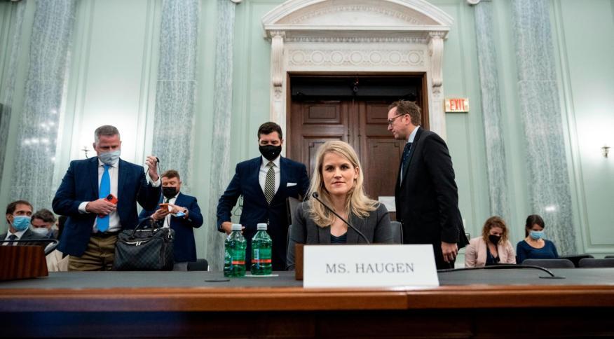 Haugen testemunhou contra o Facebook no Senado norte-americano