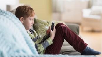 Especialista explica como ajudar seu filho a ter uma navegação online mais segura e a discernir conteúdos