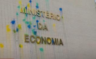 Ministro da Economia foi convocado pela Câmara para explicar conta no exterior