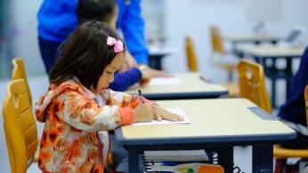 Legislação também pede aos pais que organizem o tempo de seus filhos para envolver períodos razoáveis de descanso e exercícios