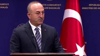 """""""Tanto a Rússia quanto os EUA têm responsabilidade pois não cumpriram suas promessas"""", disse ministro turco sobre ofensiva de grupo, que tem base na Síria"""