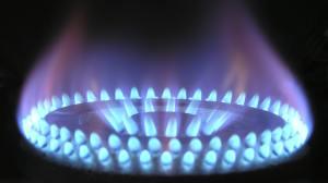 Preço médio do gás de cozinha supera R$ 100; gasolina sobe 3,3% em postos