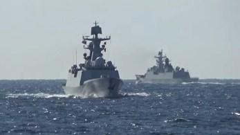 As patrulhas envolveram um total de 10 navios de guerra, cinco de cada nação, e duraram uma semana