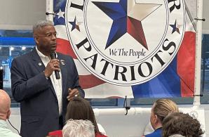 Allen West é candidato ao governo do Texas, e não se vacinou contra a doença