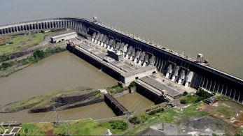 Na fronteira entre o Brasil e o Paraguai e perto de completar 50 anos, hidrelétrica binacional tem uma nova realidade pela frente