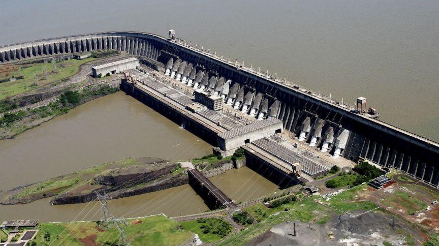Usina hidrelétrica de Itaipu tem gerado menos energia, mas permanece com grande participação no abastecimento do Brasil e do Paraguai