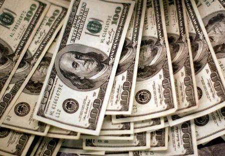 Dólar acompanha exterior e cede terreno ante real