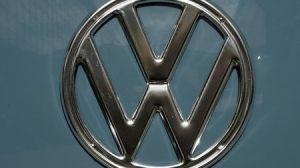 Volkswagen reduz previsão de vendas e alerta para cortes em meio à falta de chip