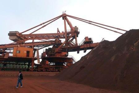 Unidade de mistura de minério de ferro em porto na China