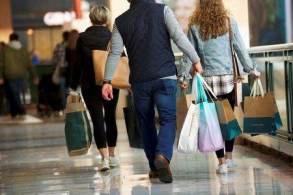 A demanda está voltando para serviços como viagens e lazer, mas os gastos não têm sido suficientes para compensar a queda de bens