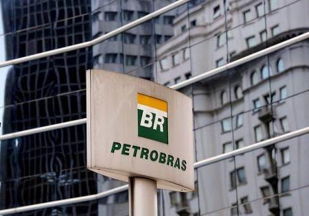 Logo da Petrobras visto em São Paulo, Brasil.