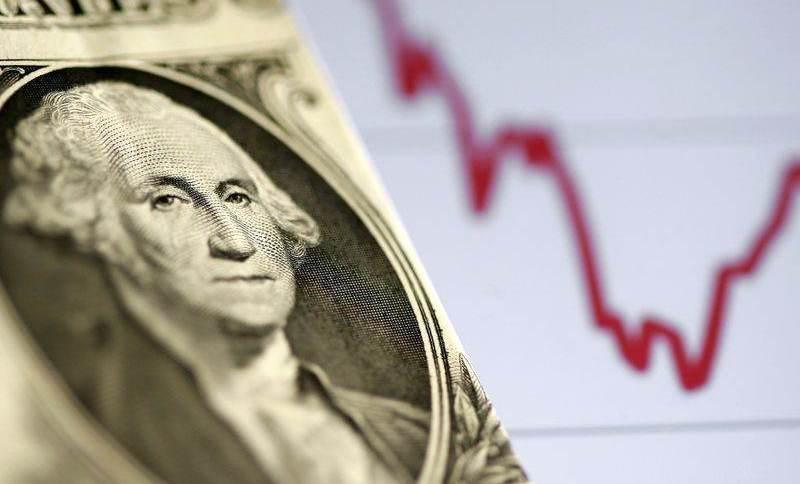 Dólar recua com mercado avaliando sinais de alívio em Brasília; inflação e política monetária seguem em foco