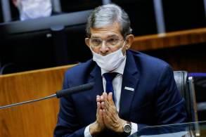 General Joaquim Silva e Luna reiterou que ele produz, paga imposto e distribui dividendo, mas disse que política social é com o governo
