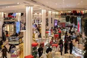 Os dados de julho foram revisados para baixo, mostrando que as vendas no varejo caíram 1,8%, em vez de 1,1%
