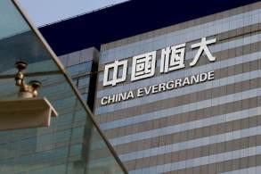 """CEO da Evergrande pede para que """"funcionários se unam"""" para que empresa """"saia do período sombrio"""" com dívida de mais de US$ 300 bilhões"""
