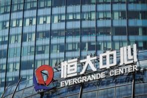 As ações da Evergrande despencaram quase 12% na sexta-feira (24) em Hong Kong, revertendo a recuperação apresentada no dia anterior