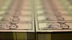 Dólar cai com alívio sobre Evergrande e de olho em precatórios e 'super quarta'