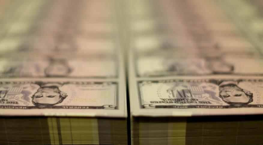 Alívio sobre Evergrande e precatórios pressionam dólar antes de decisões de BCs