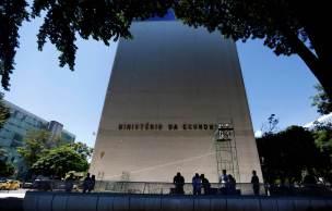 Várias instituições financeiras importantes têm revisado para baixo suas expectativas para o crescimento do PIB do Brasil no ano que vem
