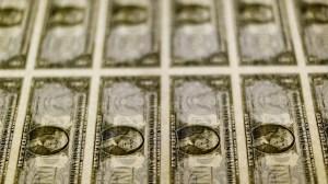 Dólar tem forte alta na abertura com mercado reagindo à fala de Guedes sobre teto