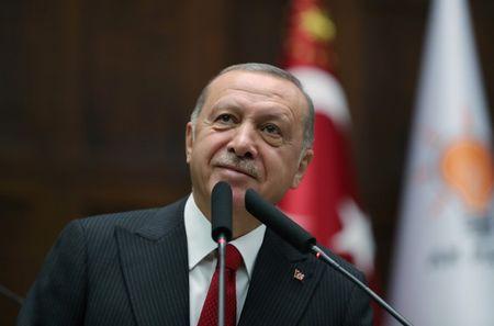 Presidente da Turquia, Tayyip Erdogan, se dirige ao parlamento do país em Ancara
