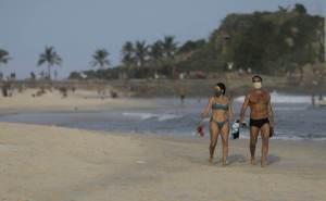 Rio: Decreto para desobrigar uso de máscara deve ser publicado na terça-feira (26)