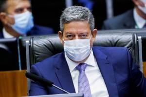 Lira diz que Congresso vai discutir valor fixo para ICMS sobre combustíveis