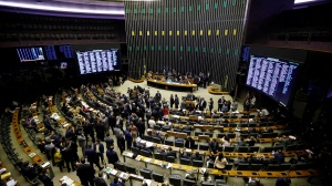 Câmara dos Deputados exigirá cartão de vacinação na volta dos trabalhos presenciais