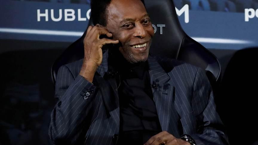 Pelé durante evento em Paris