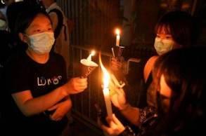 Grupo pró-democracia faz ato anual para relembrar as mortes que ocorreram no local em 1989; autoridades pedem endereços, informações de contato e funções dos manifestantes