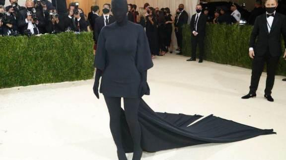 Kim Kardashian chega para o Met Gala no Museu Metropolitano de Arte de Nova York