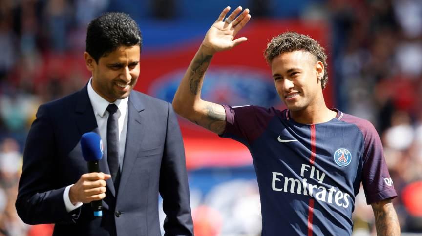 Neymar durante apresentação oficial ao PSG em 2017; compra do atacante pelo clube francês é a mais cara da história