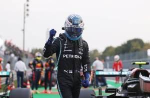 Finlandês controlou corrida com chuva. Lewis Hamilton chegou em 5º lugar e está na vice-liderança do Mundial