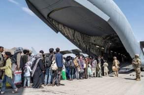 Ida dos parlamentares ao país dominado pelo Talibã provocou críticas de Democratas e Republicanos; funcionário do governo dos EUA disse à CNN que a visita é uma 'distração inútil'