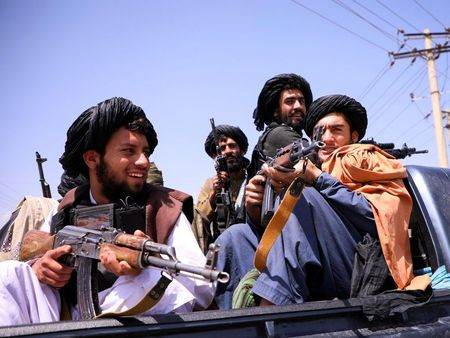 Combatentes do Talibã no aeroporto de Cabul